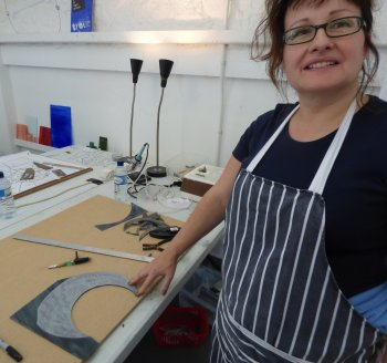 Student Sam cutting difficult shapes in glass at Vitreus Art