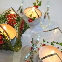 Make several tealight holders and Christmas Tree stars on this glass fuisng workshop at Vitreus Art
